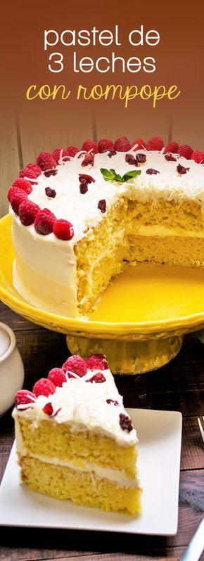 Rico pastel de tres leches con rompope que sorprenderá a tu familia y amigos. Es muy fácil de hacer y es perfecto para cualquier ocasión.