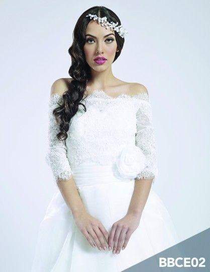 Vestido de novia con encaje de Wedding Room   Foto 6