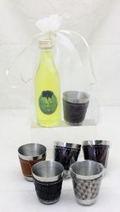 Detalle Boda Botellita cristal con licor de hierbas con chupito polipiel en Bolsa Organza para regalo invitados #Grandetalles