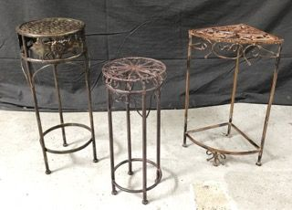 LOT OF METAL PLANT STANDS RANGING IN SIZE FROM 20 TO 24 INCHES IN HEIGHT.
