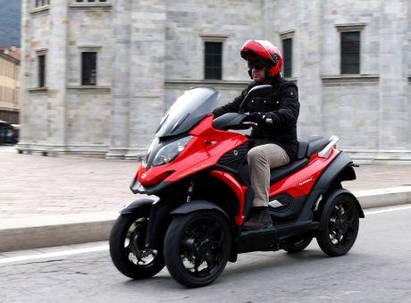 Le Quadro 4 est le premier scooter à quatre roues du marché. Il devrait arriver en concession au printemps 2015. (prix estimé : 9 000€) Quadro 4 : le 1er scooter à quatre roues en concession début 2015