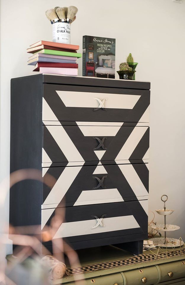 Graphite and Pure White Chalk Paint® with a geometric design on dresser | Modern and Contemporary Painted Furniture Designs | Feature on Quebec, Canada Annie Sloan Stockist Aube Creations by Repertoire Deco
