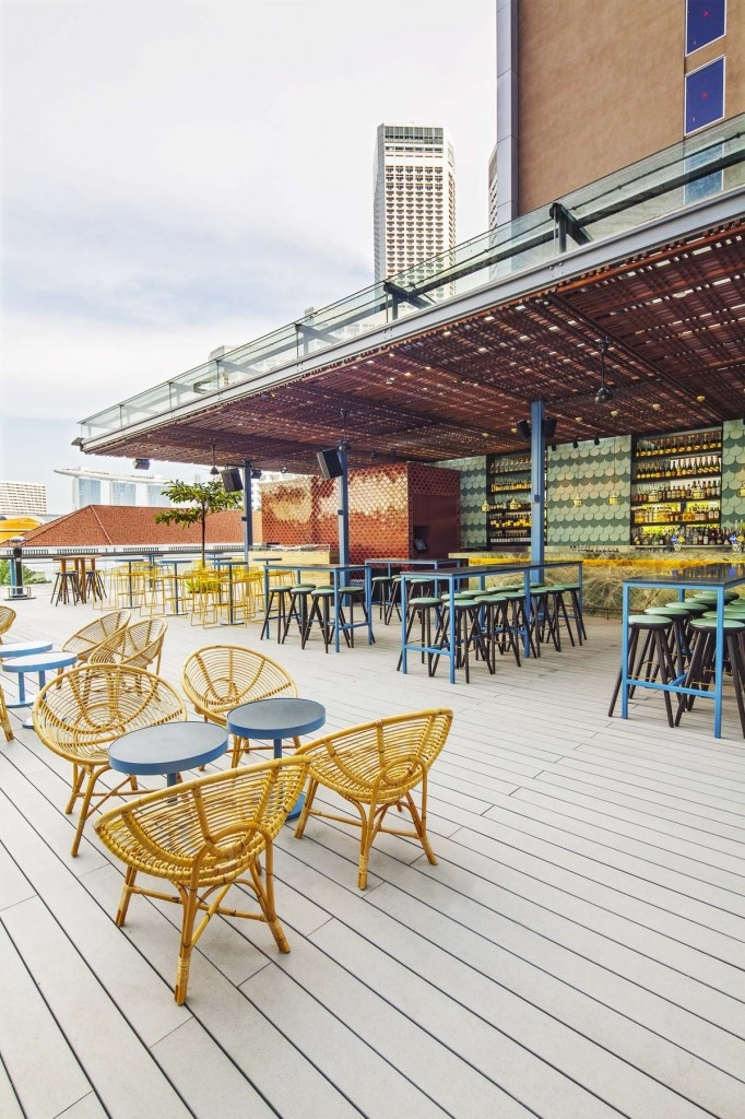 Loof, Singapore - love this bar, overlooks Raffles and great views of Marina Bay Sands hotel. Also lovely food and cocktails with great music!: Bar Rooftops, Design Magazines, Singapore Sling, Loof Bar, Cafe Bar Restaurant Design, Rooftops Interiordesign, Loof Singapore, Interiors Restaurant, Interiordesign Takenouchiwebb
