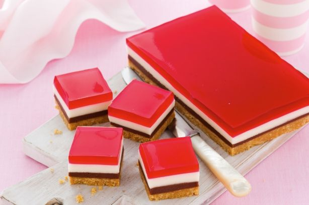 Choc-mallow jelly slice