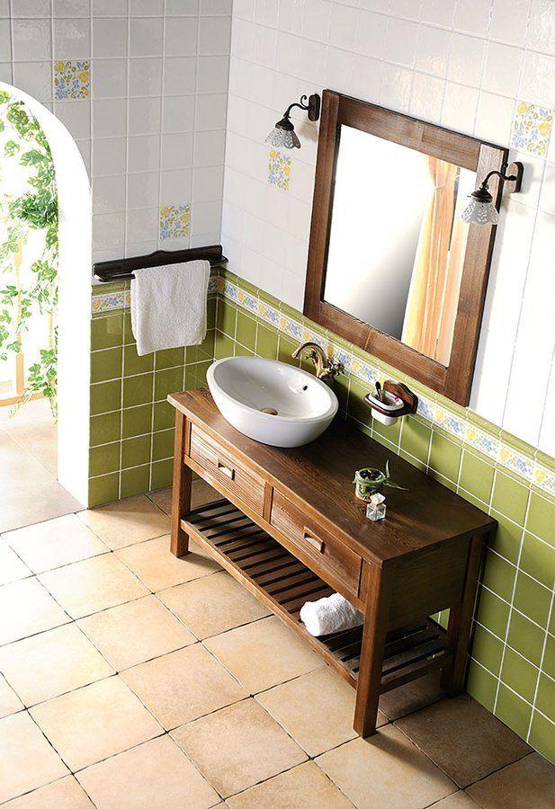 Nábytek BRAND z mořeného masivu - to je jednoduchý a vzdušný styl. Použití masivního dřeva přímo vybízí k návrhu koupelny ve středomořském a přitom střízlivém duchu při zachování funkčního designu. Nabídka umyvadlových skříněk obsahuje tři šířky umyvadel na postavení, řadu doplňkových skříněk a rovněž velice praktické stoličky na sezení. Dodávané barvy jsou mořený smrk a starobílá.
