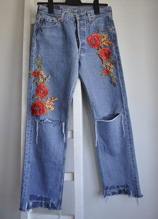 Kup mój przedmiot na #vintedpl http://www.vinted.pl/damska-odziez/dzinsy/18120421-levis-mom-jeans-denim-diy-dzins-postrzepione-m-wysoki-stan-high-waist-kwiaty-naszywki-aplikacje