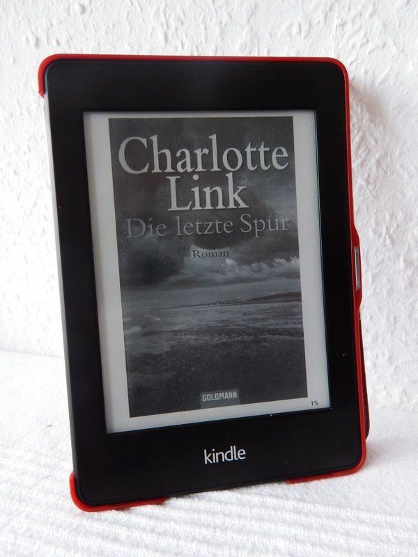 """""""Die letzte Spur"""" von Charlotte Link: Normalweise lese ich ja keine Krimis/Thriller, aber irgendwie hat mich die Mutter einer Freundin voll auf diesen Trip gebracht.. Es werden also noch mehr Bücher in diese Richtung folgen! Ich find's mega, denn ich lese diese Bücher so super schnell durch... Einfach so spannend! :)"""