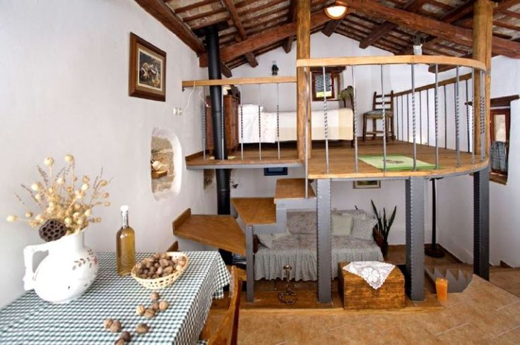 Adorable little rustic house...neat way to have two bedrooms in one room!