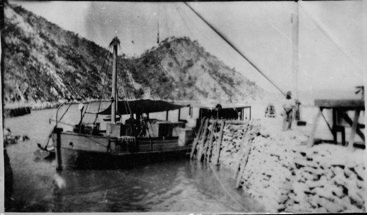 303507PD: Cargo boat Yampi Lass at Number One Jetty, Koolan Island, 1936 http://encore.slwa.wa.gov.au/iii/encore/record/C__Rb3763888?lang=eng