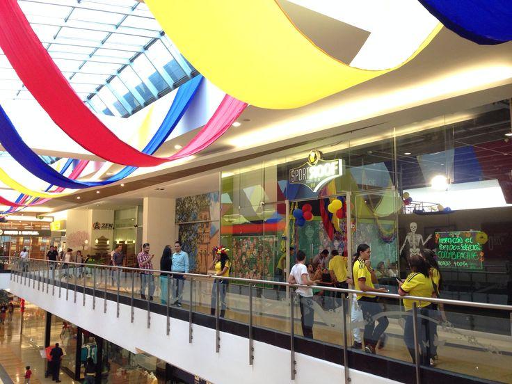 Este es el ambiente con el cual el centro comercial Premium Plaza recibe a sus visitantes para el partido De clasificación al Mundial 2014