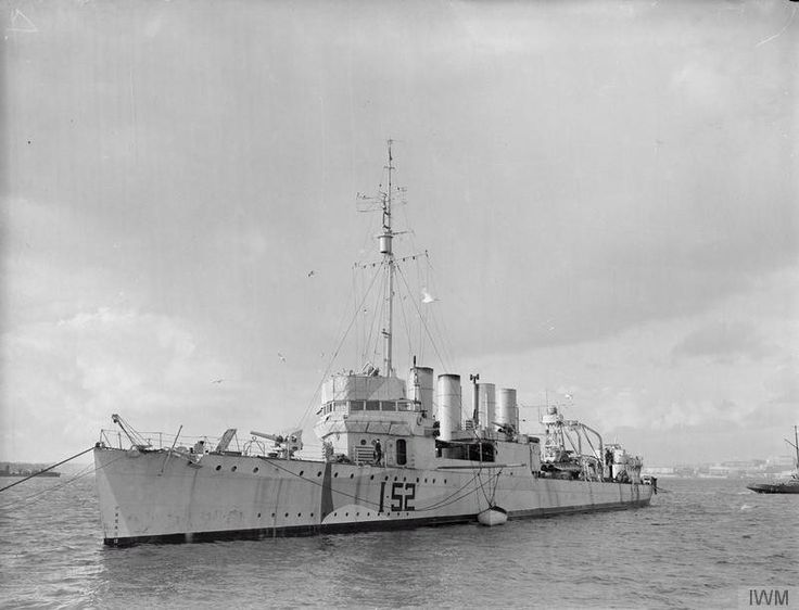HMS Salisbury, a Town class Destroyer, built by Mare Island Naval Yard for USN as the Wickes class destroyer USS Claxton & commissioned in USN on 13/09/19. As part of the destroyers for bases exchange she was commissioned in RN  on 05/12/40. Most of her war was spent on convoy duty in the Atlantic but twice escorted USS Wasp when flying in planes to Malta. Recommissioned RCN in Sept..42, renamed HMCS Salisbury. In care and maintenance from Nov.43. Sold for scrap on 26/06/44