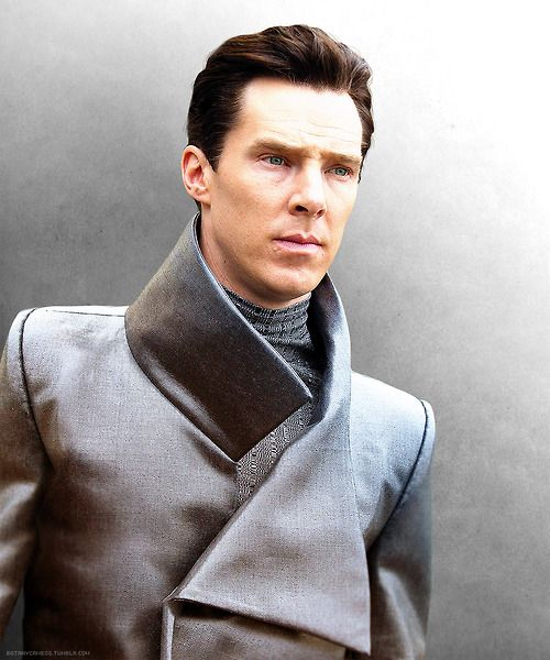 Ben as Khan. This photo is high res. :)