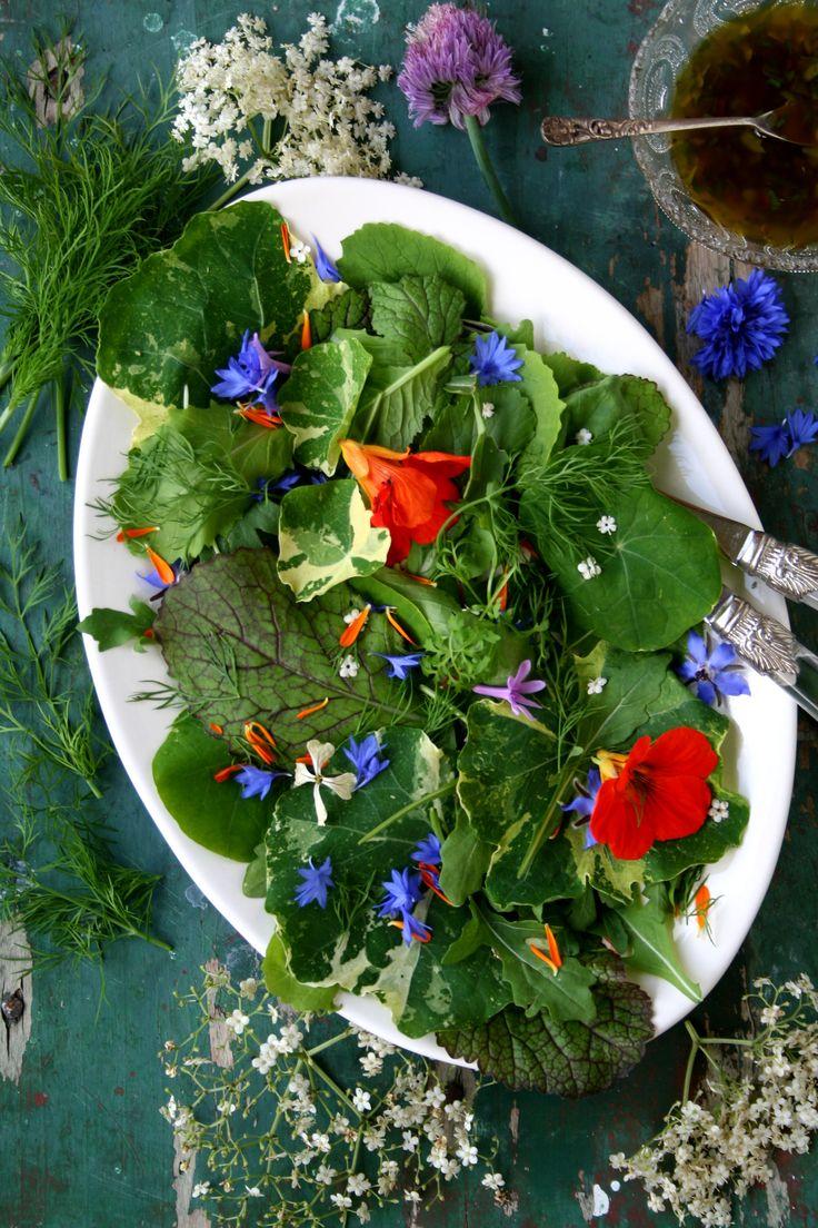 Recept: salade van eetbare bloemen en kruiden