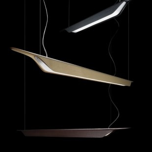 A light, linear, suspended design that transmits a sense of natural familiarity in both domestic and professional spaces: this is the new Troag by Foscarini.