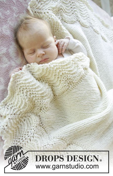 """New Drops patterns for baby No. 25 - Knitted DROPS blanket in garter st with edge Wave pattern in """"Baby Merino"""". ~ DROPS Design"""