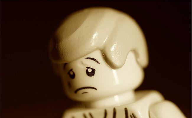As pessoas que têm baixa autoestima sempre são duras consigo mesmas. Às vezes, elas podem não aceitar elogios porque tentam adivinhar as intenções das pess