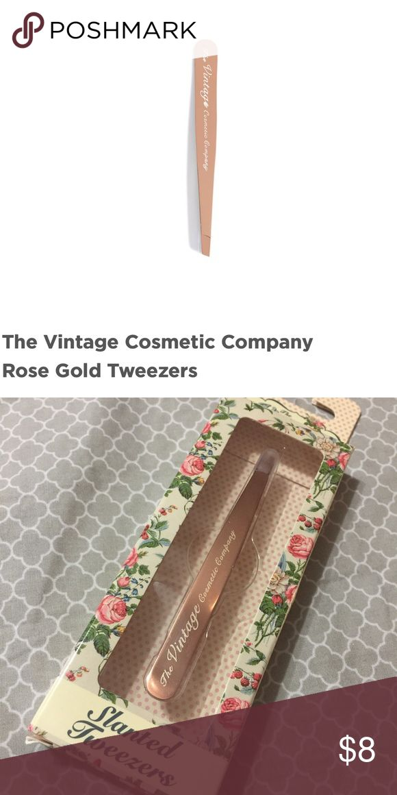 SLANTED TWEEZERS - TGE VINTAGE COSMETIC COMPANY NEW WITH BOX The Vintage Cosmetics Makeup Brushes & Tools