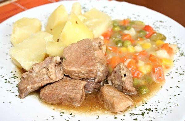Vepřové maso s dušenou zeleninou