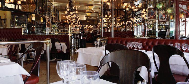 L'Européen - Parisian brasserie specialized in seafood. Open till 1 am on Sundays. Across from Gare de Lyon.