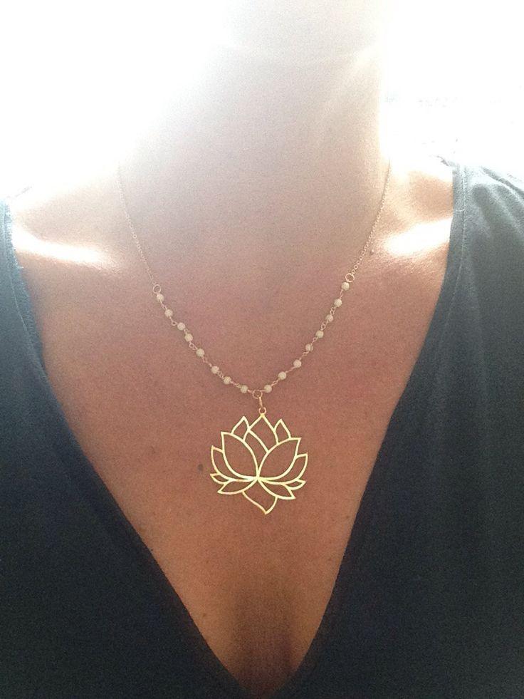 Le chouchou de ma boutique https://www.etsy.com/fr/listing/259819210/collier-fleur-de-lotus-plaque-or-24