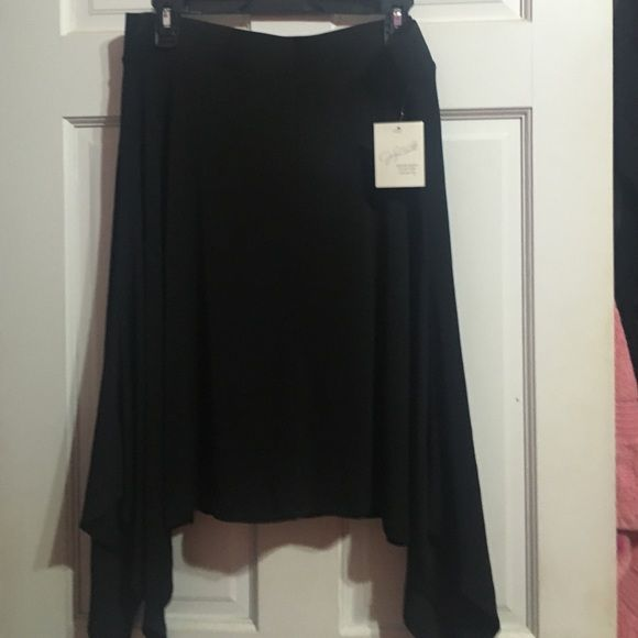 Skirt , Black . Cute . Lovely Free With The Wind Skirt Jaclyn Smith Skirts Midi