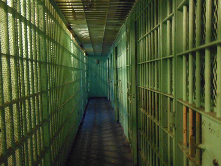 Waarom ben ik begonnen met het schrijven over gevangenen. Wat was mijn motivatie om het te doen. Wie motiveerde mij er toe.