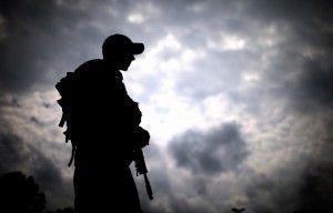 Combatientes de la milicia de la República Lugansk toman aeropuerto de Lugansk
