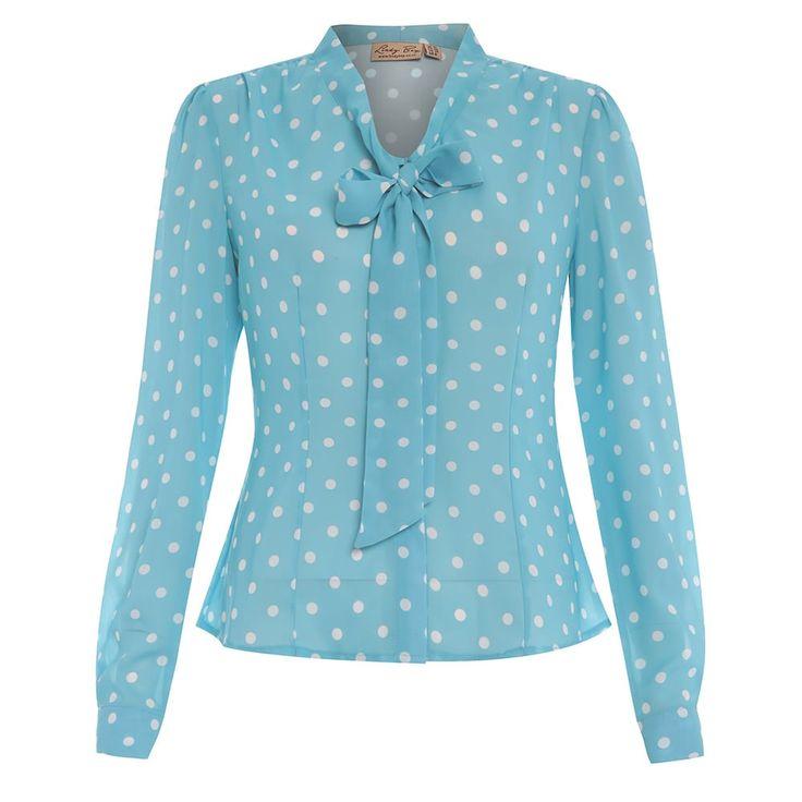 Lindy Bop. Een semi doorzichtige turqouise blouse met polkadot stippen met een strik bij de hals, lange mouwen en plooien detail bij de schouders.