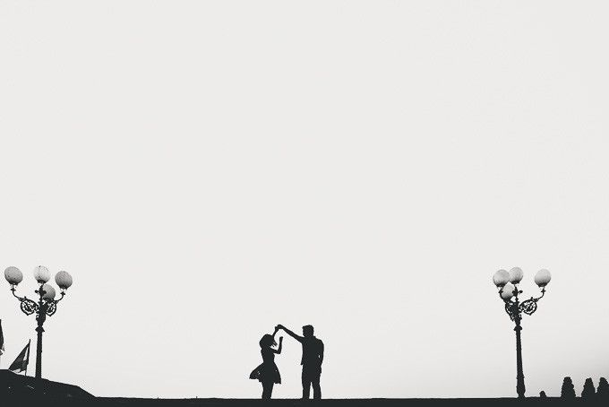 Silhouette engagement shoot | Casually Romantic Engagement Shoot In Florence | http://www.bridestory.com/blog/casually-romantic-engagement-shoot-in-florence