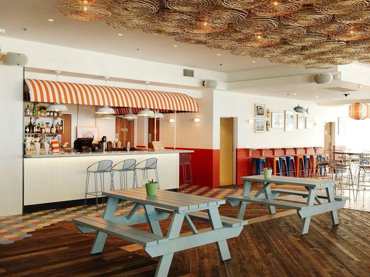 The Society Inc diseña una relajante y luminosa cafetería a pie de playa, Old Joe's, en el distrito de Cornulla en Sídney.