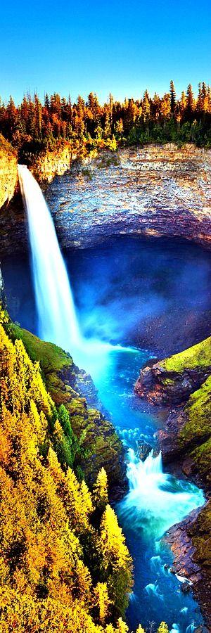 Helmcken Falls, Britská Kolumbia    Helmcken Falls je 141 m (463 ft) vodopád na Murtle River v provincii Wells Gray Provincial Park v Britskej Kolumbii v Kanade. Ochrana Helmckenských vodopádov bola jedným z dôvodov vytvorenia Provinčného parku Wells Grey v roku 1939.
