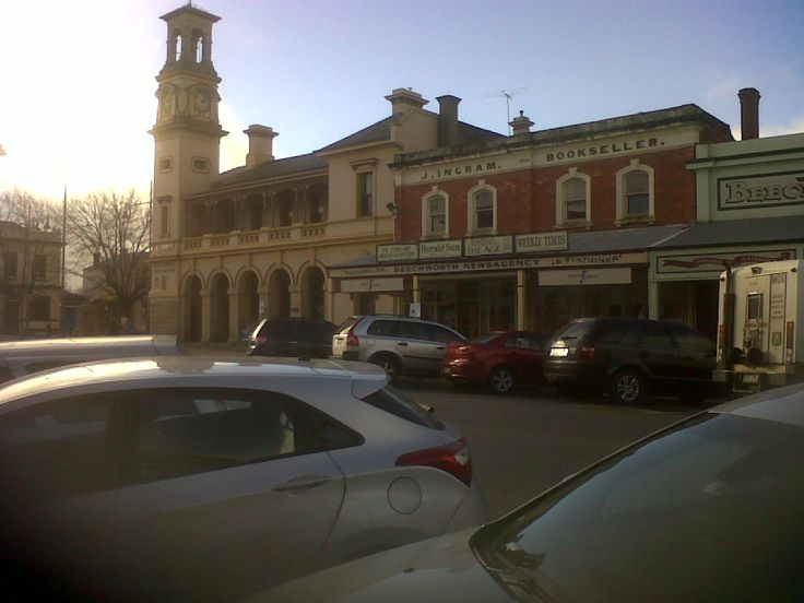 Beechworth, a lovely olde worldy town near Wangaratta.  Heather and I had afternoon tea there with Susan Graham who kindly drove us there.