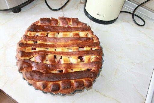 Пирог с яблоками и черникой.