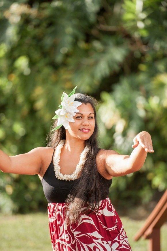 Hula Dancer entertainment for your wedding.