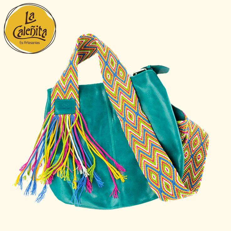 Diseños fantásticos, propios de su cosmovisión, tejidos en las mochilas y con el estilo propio de los Wayuu, son sus Mochilas. Sin duda, se han vuelto un referente de la Costa Caribe Colombiana. 😍👜💖 #ArtesaniasColombianas #ArtesaniasWayuuArtesanias #WayuuGuajira