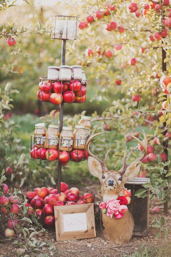 Guests favors with apples #wedding #decor Декор осенней свадьбы: 5 главных деталей weddywood.ru