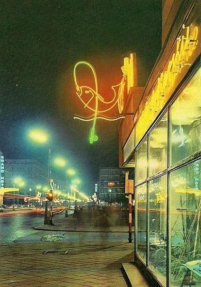 Neon Sklepu Centrali Rybnej przy ulicy Kruczej Fot:Krassowski