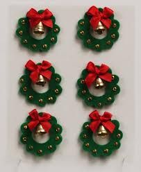 christmas felt - These would be cute to make for Chreistmas cards, a Christmas village, etc.
