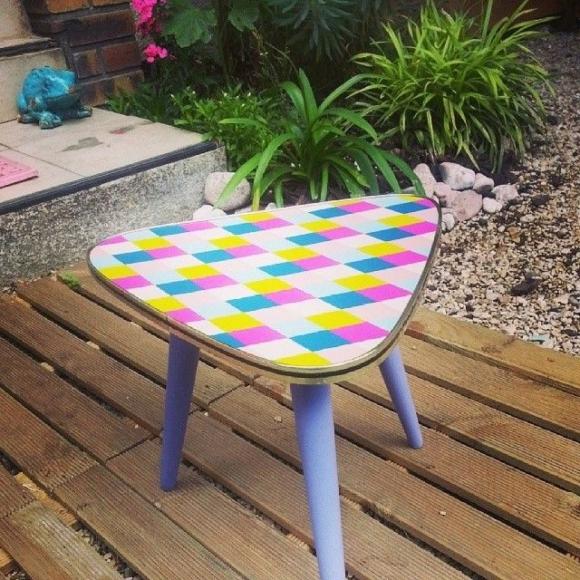 Petite table tripode vintage customisée via LaRabota. Click on the image to see more!