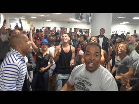 THE LION KING & ALADDIN Broadway Casts Airport Sing-Off - YouTube