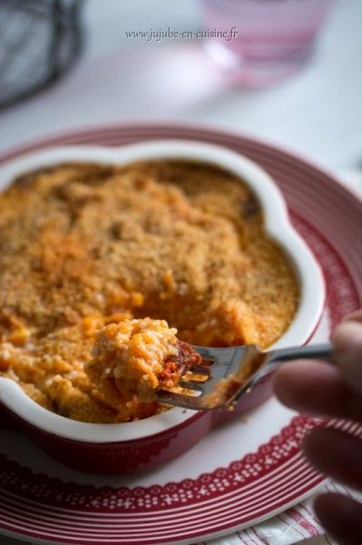 Recette de gratin de potiron et chorizo  Pour 3 à 4 personnes : 1 « tranche » de potiron (env. 800gr) du chorizo 80 cl de lait 7 CS de floraline de la chapelure sel, poivre