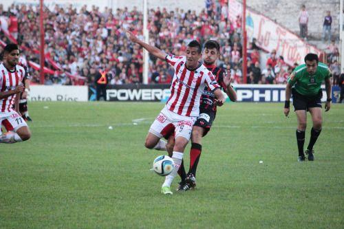 Instituto empató de local frente a Patronato El albirrojo y...  Instituto empató de local frente a Patronato  El albirrojo y Patronato empataron 1 a 1 en el primer partido de las semifinales del reducido de la B Nacional. Los goles fueron ambos de penal marcados por Bauman y Bertoli. Se volverán a enfrentar el próximo miércoles a las 21:30 en Paraná.  Hasta el último minuto Rivoira se guardó el equipo que enfrentaría en la primera semifinal a Patronato en Alta Córdoba. La gente cumplía y…