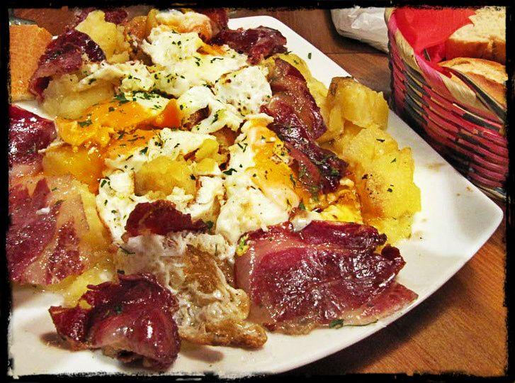 Huevos rotos con jamón (Typical dish in Madrid)