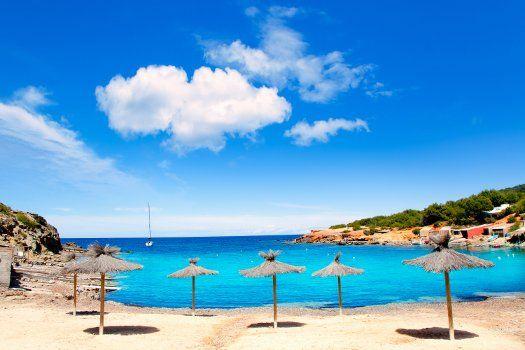 Hotel Marco Polo I #Ibiza #Spanje #azuurblauw #water #zee #zee #zeewater #paradijs #boot #zeilboot #reizen #travel #TravelBird #strand #kust #zand #lucht #vakantie #zon #zonvakantie