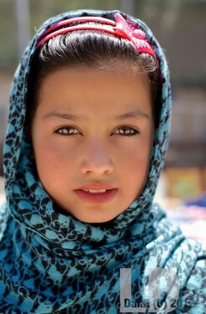 Afghan girl, by Lan Dalat.