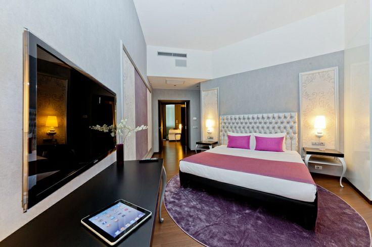 Una delle lussuose suite dell'Hotel Parlament di Budapest