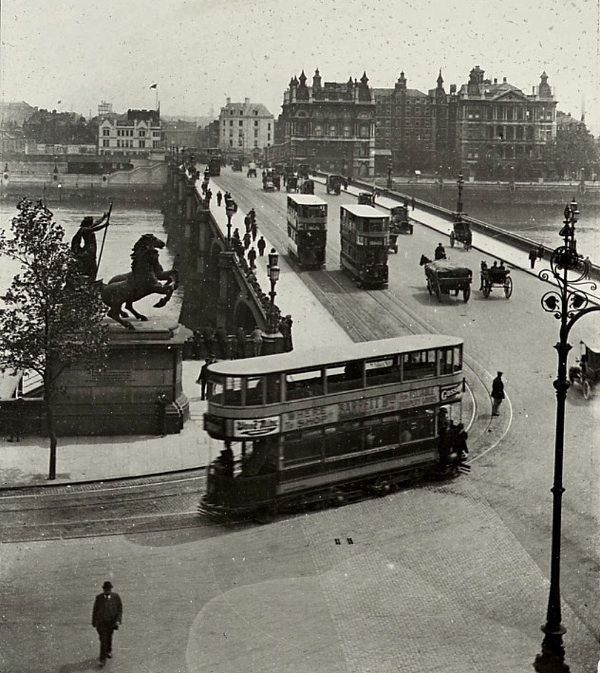 Westminster Bridge, c. 1910. The third bridge, built over the Thames after London and Putney Bridges, in 1739-1750. The current bridge by Thomas Page of 1862 is painted green to match the leather seats in the House of Commons.