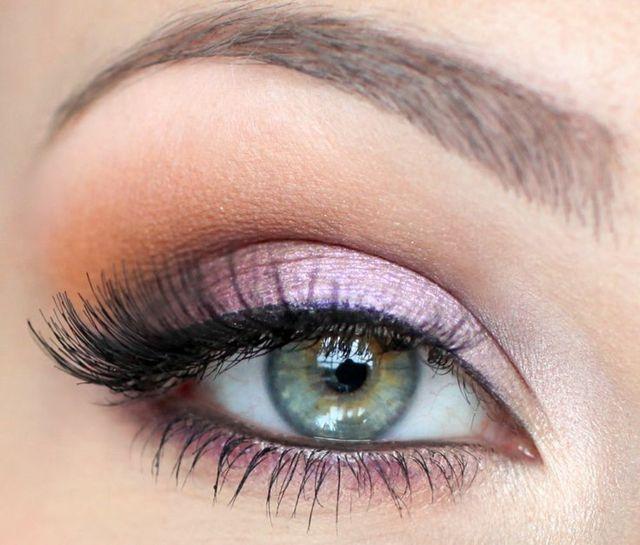 grün braune Augen Farbe rosa Lidschatten Wimpern leicht tuschen
