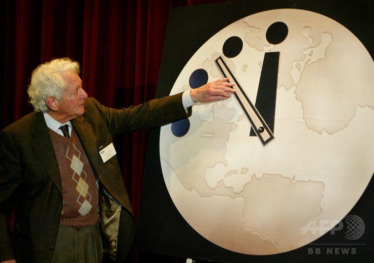 It is two and half minutes to midnight. (2017 Doomsday Clock) ※1/262017 「終末時計」 トランプ氏発言などで前進、60年余ぶり危険水準に 国際ニュース:AFPBB News