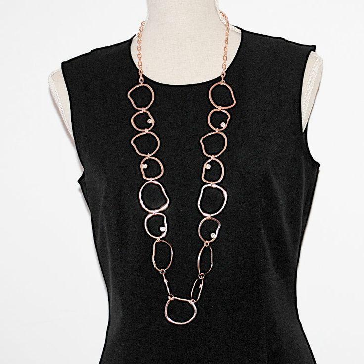 Lååångt halsband men ojämna ringar och kristaller - går inte att motstå!